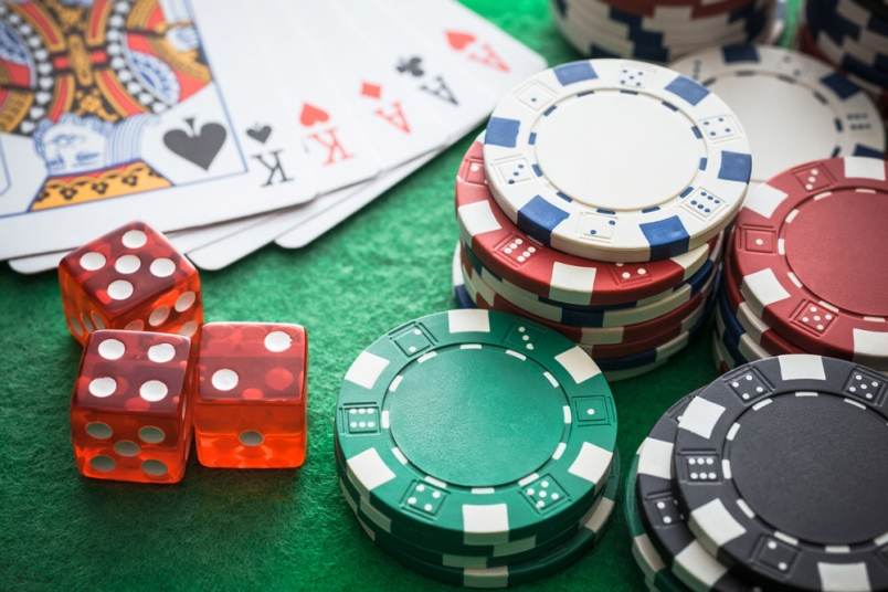 Disconnected and Online Casino Gambling