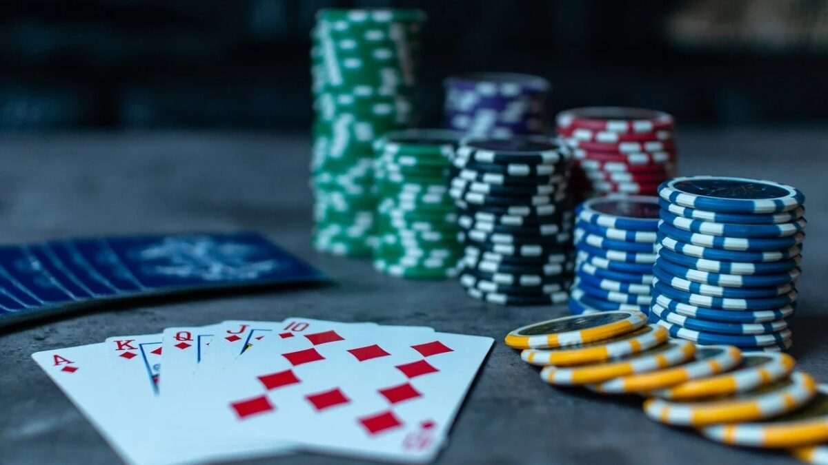 Be conscious about the online poker features and benefits