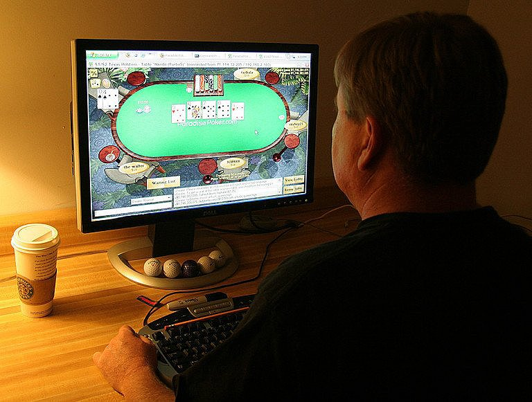 Online Poker Rooms-Spice Up Your Gambling Experience With Its Amazing Features